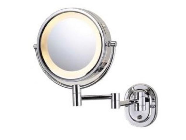 Espejo de aumento cromado para pared con luz corby for Espejo aumento con luz