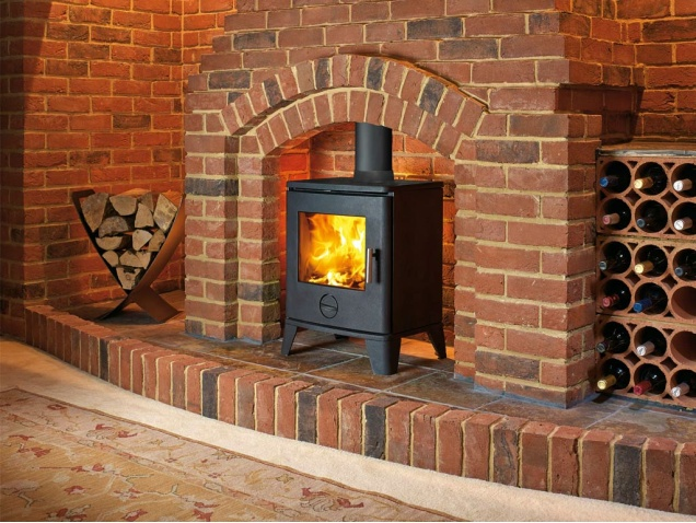 the-scene-490-s21-wood-burning-stove-in-black